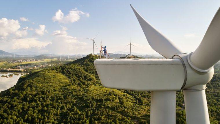 Ubicado en el condado de Dao en Hunan, China, el parque eólico Concord Jing Tang produce 48 megavatios de energía limpia. (Foto Prensa Libre: Tomada de Apple.com).