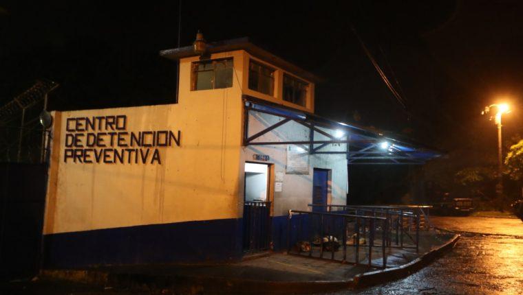 Vicepresidente Jafeth Cabrera admite fallo de seguridad por fiesta nocturna en el Preventivo de la zona 18