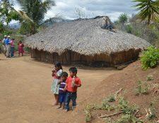 Familias de agricultores sobrevivieron por su cuenta y con ayuda de organizaciones internacionales al periodo de hambre estacional. (Foto Prensa Libre: Hemeroteca PL)