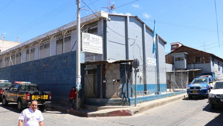 El preventivo colinda con casas particulares y solo es separado por paredes de bloc.  (Foto Prensa Libre: Héctor Cordero).