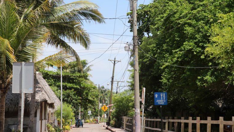 Pobladores de Taxisco aseguran que el sector económico es afectado por el mal servicio que prestan al turista debido a los cortes de electricidad. (Foto Prensa Libre: Carlos Paredes)