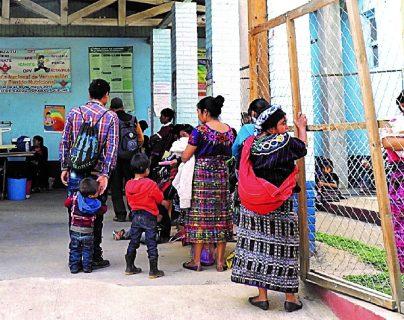 Hay una brecha en los servicios que dan cobertura del primer nivel de atención en Salud. La población está desatendida por el Estado. (Foto Prensa Libre: Hemeroteca)