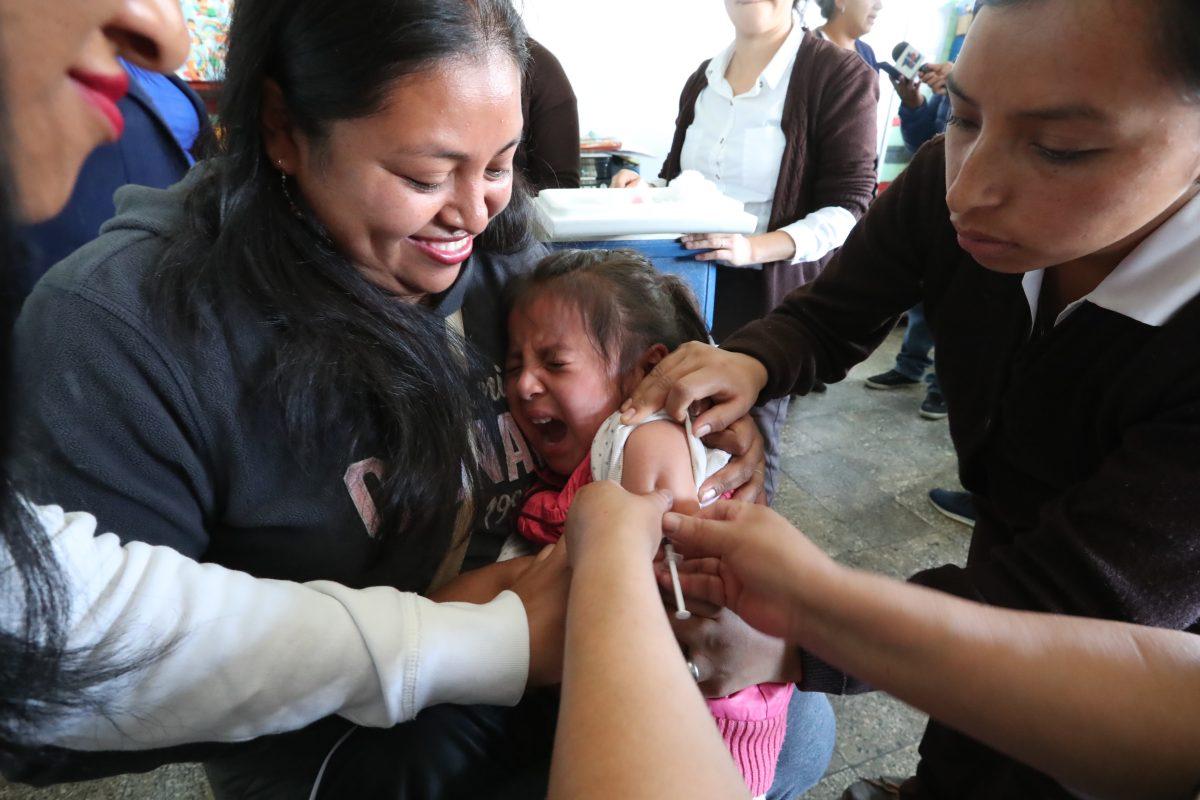 Guatemala busca erradicar el sarampión con masiva campaña de vacunación