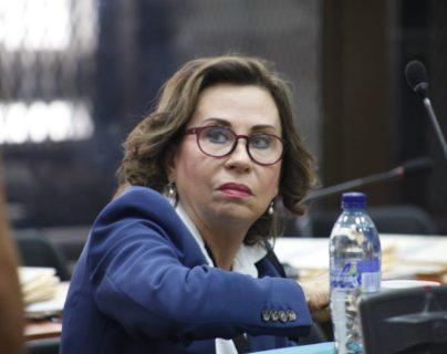 Sandra Torres estuvo atenta durante las dos horas y media que duró la audiencia en que se expuso su defensa, (Foto Prensa Libre: Noé Medina)