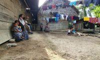 En Semuy 2, la mayoría de las casas son de madera, lámina y palma. (Foto Prensa Libre: Dony Stewart)