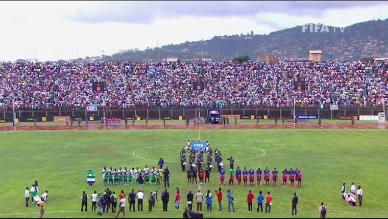 El juego de Sierra Leona contra Liberia por un cupo a la Copa del Mundo de Qatar 2022. (Foto Prensa Libre: EFE)