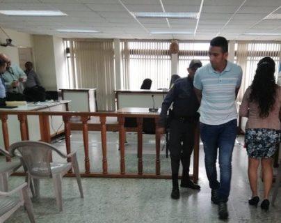 """Ronald Bernardino Ruiz Méndez, alias """"Tío Ruiz"""" y """"El Flaco"""", sale de la audiencia de primera declaración en agosto de 2019. (Foto Prensa Libre: Hemeroteca PL)"""
