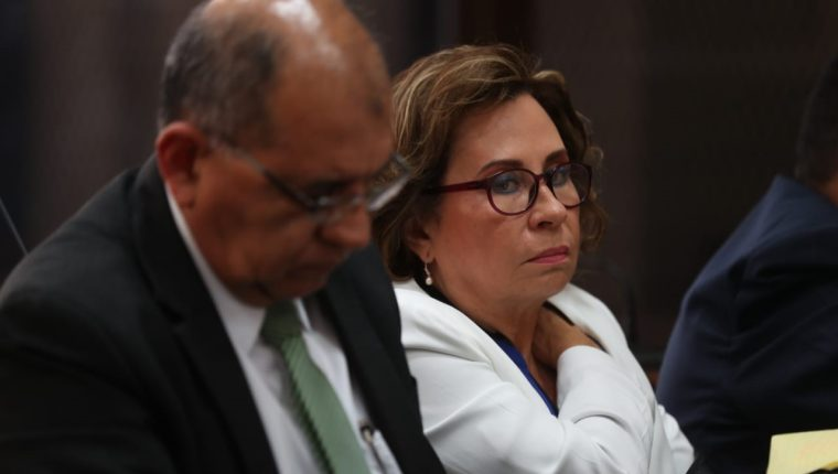 La excandidata presidencial Sandra Torres escuchó durante cinco horas las escuchas telefónicas e imputaciones que expuso el MP. (Foto Prensa Libre: No+e Medina)