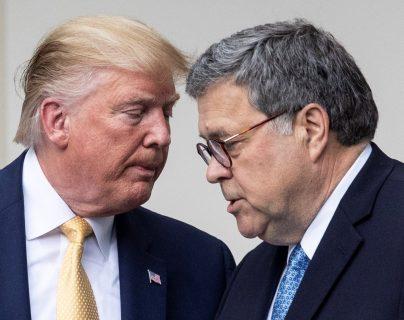 El diario menciona que esta revelación demuestra cómo Trump usa el Departamento de Justicia para intereses personales. En la foto, Donald Trump y William Barr. (Foto Prensa Libre: Hemeroteca PL)