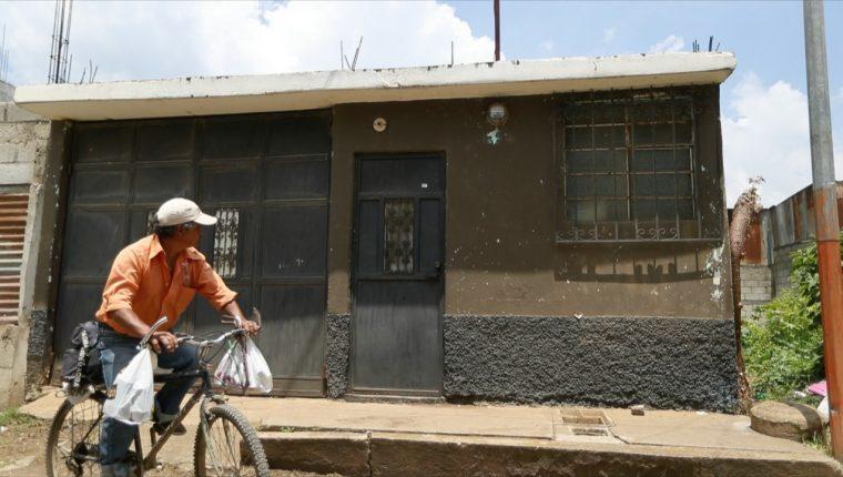 Vivienda ubicada en la manzana C y sector 3 de la colonia Villa Verde, Ciudad Quetzal, San Juan Sacatepéquez, donde fueron localizados los cuerpos de las víctimas. (Foto Prensa Libre: Óscar Rivas)