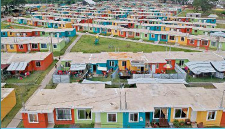 Quienes viven en la colonia La Dignidad, Escuintla, aseguran que las viviendas necesitan reparaciones.(Foto Prensa Libre: Enrique Paredes)