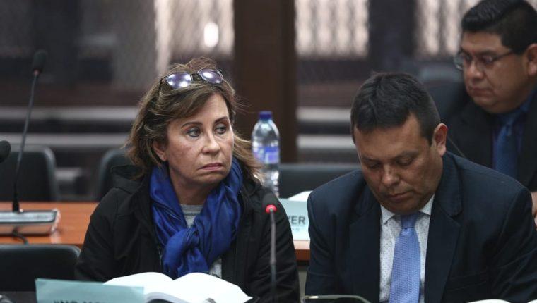 Sandra Torres escucha los motivos de su detención en el Juzgado de Mayor Riesgo A. (Foto Prensa Libre: Carlos Hernández Ovalle)