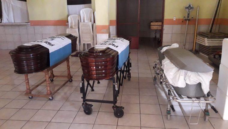 Los tres soldados habrían muerto por heridas provocadas por una escopeta. (Foto Prensa Libre: Dony Stewart)