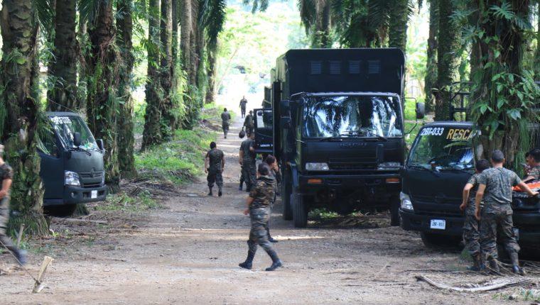 En la entrada a Semuy 2, El Estor, Izabal, permanecían unidades militares el 10 de septiembre de 2019. (Foto: Prensa Libre: Hemeroteca PL)