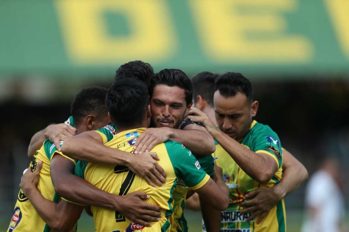 Guastatoya vence a Comunicaciones con goles de Luis Martínez y José Corena