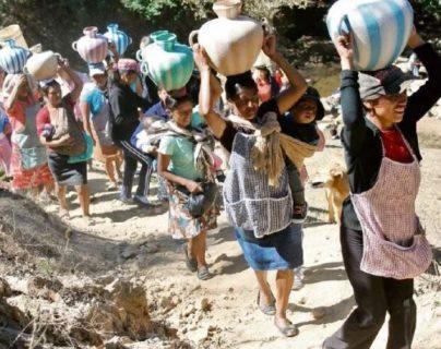 En Guatemala hay poco acceso al agua entubada en el área rural. (Foto Prensa Libre HemerotecaPL)
