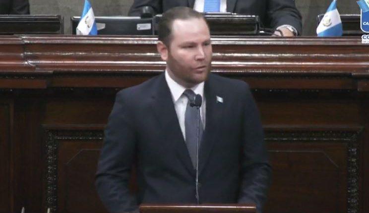 Álvaro Arzú Escobar, presidente del Congreso al momento de dar su discurso en la sesión solemne por la celebración de la Independencia. (Foto Prensa Libre: captura de pantalla)