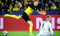 Dortmund (Germany), 17/09/2019.- Dortmund's Marco Reus in action against Barcelona's goalkeeper Marc-Andre ter Stegen (R) during the UEFA Champions League group F soccer match between Borussia Dortmund and FC Barcelona in Dortmund, Germany, 17 September 2019. (Liga de Campeones, Alemania, Rusia) EFE/EPA/SASCHA STEINBACH