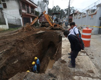 Vecinos exigen mejorar planificación para cambio de tuberías en Calle de Ensueños