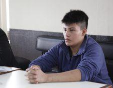 El carnicero Carlos Ulises Velásquez Martínez durante el juicio en su contra porque supuestamente por haber matado a su jefe con machete. (Foto Prensa Libre: Noé Medina)