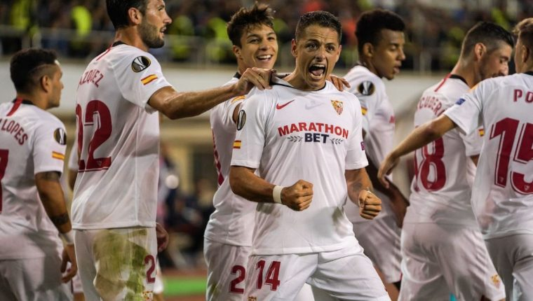 Javier 'el Chicharito' Hernández llegó esta temporada al Sevilla. (Foto Prensa Libre: Twitter @SevillaFC)