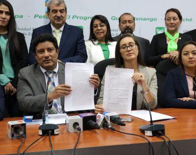 Integrantes del partido Unidad Nacional de la Esperanza anuncian acciones para evitar cancelación de la agrupación. (Foto Prensa Libre: Juan Carlos Pérez)