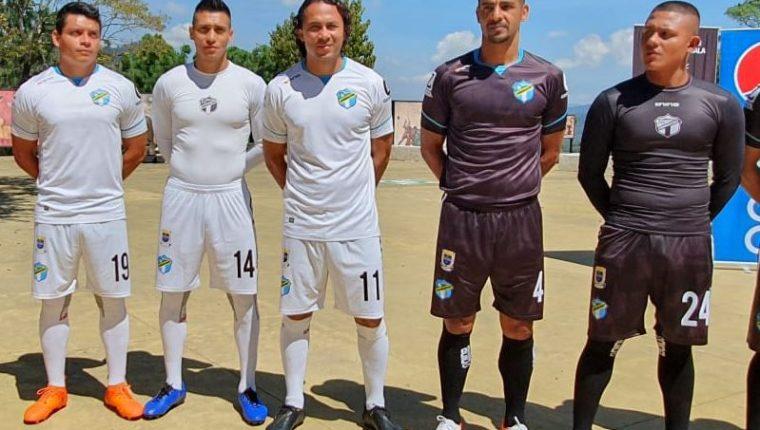 Los albos presentaron el nuevo uniforme para la presente temporada. (Foto La Red).