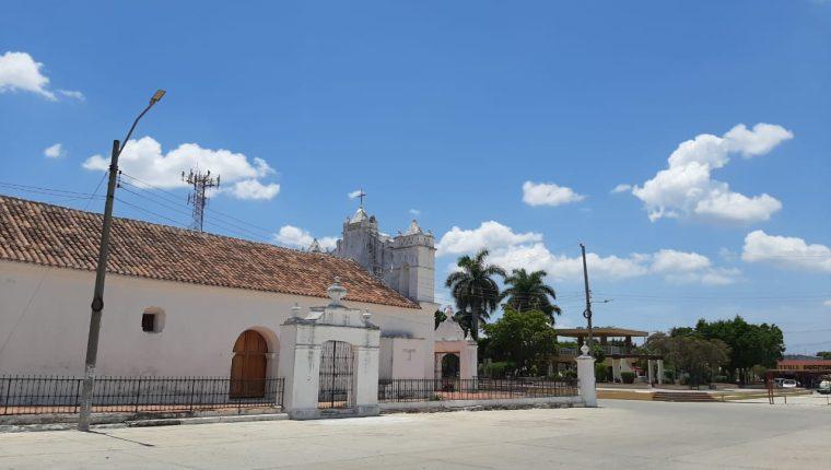 Las calles de Río Hondo, Zacapa, lucen vacías. (Foto Prensa Libre: Mario Morales)