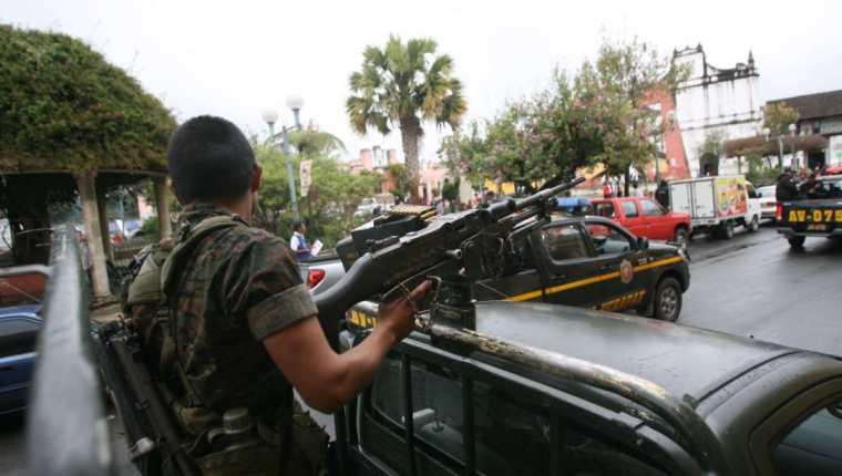 En 2011, durante el gobierno de Álvaro Colom, se decretó un estado de Sitio en el norte de Guatemala para cercar a los zetas. (Foto Prensa Libre: Hemeroteca PL)