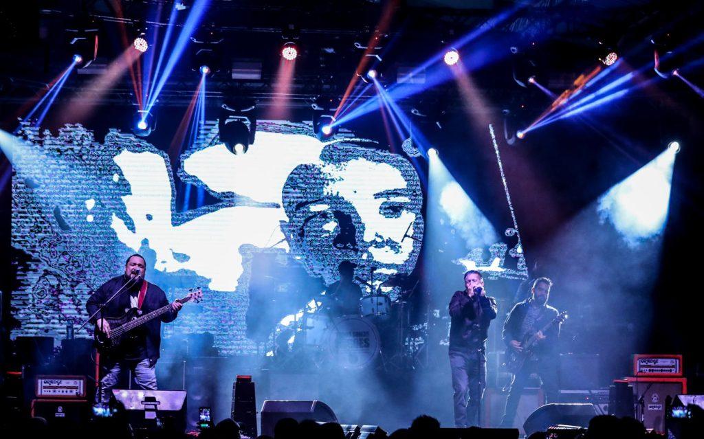 """El grupo Fábulas Áticas llenó el recinto de rock y en su repertorio incluyeron  temas como """"Sin tocarte"""", """"Choque de cometas"""", """"Mil formas"""", """"Alicia"""" y """"Dulces sueños"""". (Foto Prensa Libre: Keneth Cruz)"""