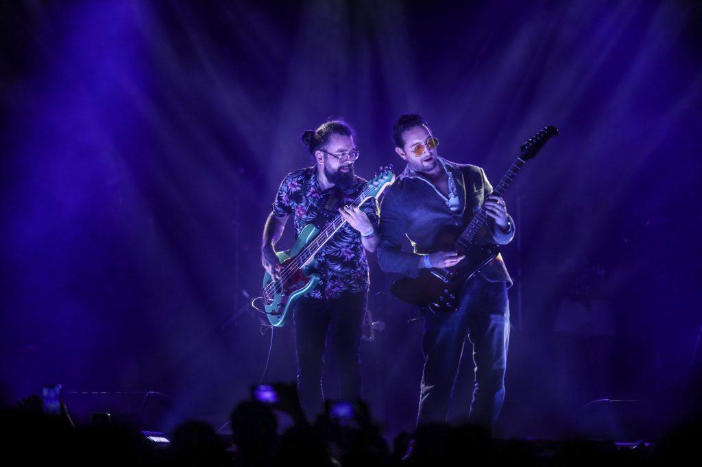 Luis Pedro González y  Rodrigo Rosales de Tijuana Love, fueron ovacionados por los asistentes debido al talento mostrado con el bajo y la guitarra respectivamente. (Foto Prensa Libre: Keneth Cruz)