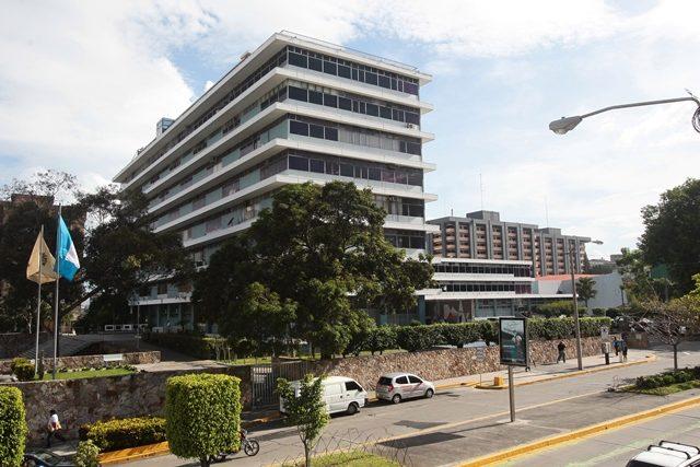 Médicos y odontólogos del IGSS demandan mejoras salariales, además de insumos y medicamentos de calidad para atender a los afiliados. (Foto Prensa Libre: Hemeroteca PL)
