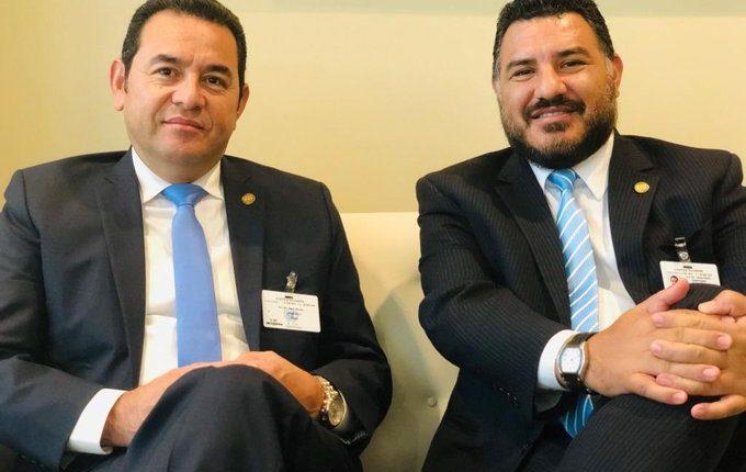 El exministro de Ambiente, Alfonso Alonzo (derecha) era uno de los funcionarios más cercanos al presidente Jimmy Morales. (Foto Prensa Libre: Hemeroteca PL)