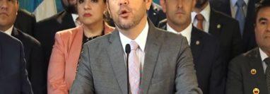 El presidente Jimmy Morales da conferencia de prensa al salir de la reunión de Gabinete. (Foto Prensa Libre: captura de pantalla)