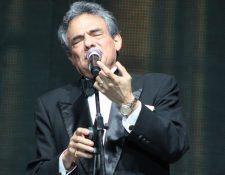 Una de las imágenes que José José ha dejado en sus visitas a Guatemala.  Este es su último concierto en el 2011.  (Foto Prensa Libre: Keneth Cruz).