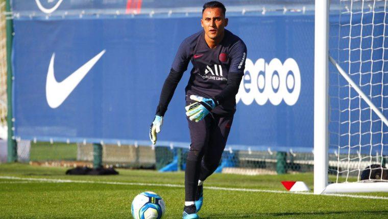 Keylor Navas, durante su primer entrenamiento con el París Saint-Germain. (Foto Prensa Libre: Twitter PSG)