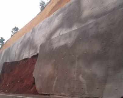 El libramiento de Chimaltenango abarca 14 kilómetros de obra y en este tramo se observó el desprendimiento del muro. (Foto Prensa Libre: Cortesía)
