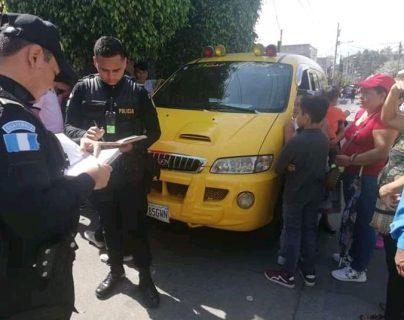 Un microbús escolar fue el responsable de atropellar a seis niños. (Foto Prensa Libre: Dalia Santos)