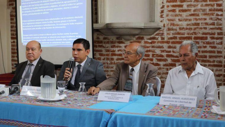 Integrantes de la APG durante la conferencia de Prensa. (Foto Prensa Libre: Érick Ávila)
