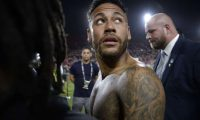 LOS ANGELES, CALIFORNIA - SEPTEMBER 10: Neymar Jr. #10 of Brazil leaves the field after the 2019 International Champions Cup match against Peru on September 10, 2019 in Los Angeles, California.   Kevork Djansezian/Getty Images/AFP == FOR NEWSPAPERS, INTERNET, TELCOS & TELEVISION USE ONLY ==