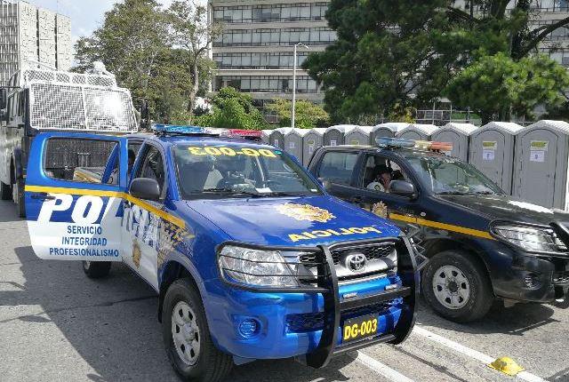 Autopatrullas y vehículos se otorgan a exfuncionarios para su seguridad. (Foto Prensa Libre: Hemeroteca PL)
