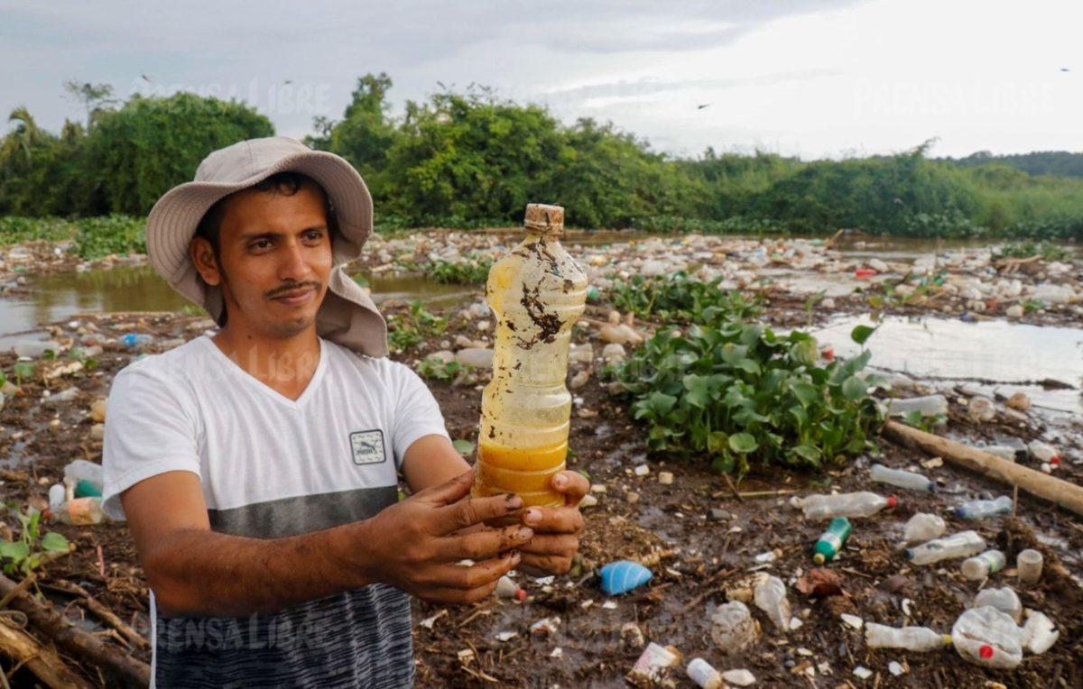Tapón de basura en Manchón Guamuchal ha causado migración de 25 familias