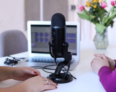 Los podcast suelen ser de larga duración y se distribuyen a través de plataformas que permiten suscribirse. (Foto Prensa Libre: Servicios)