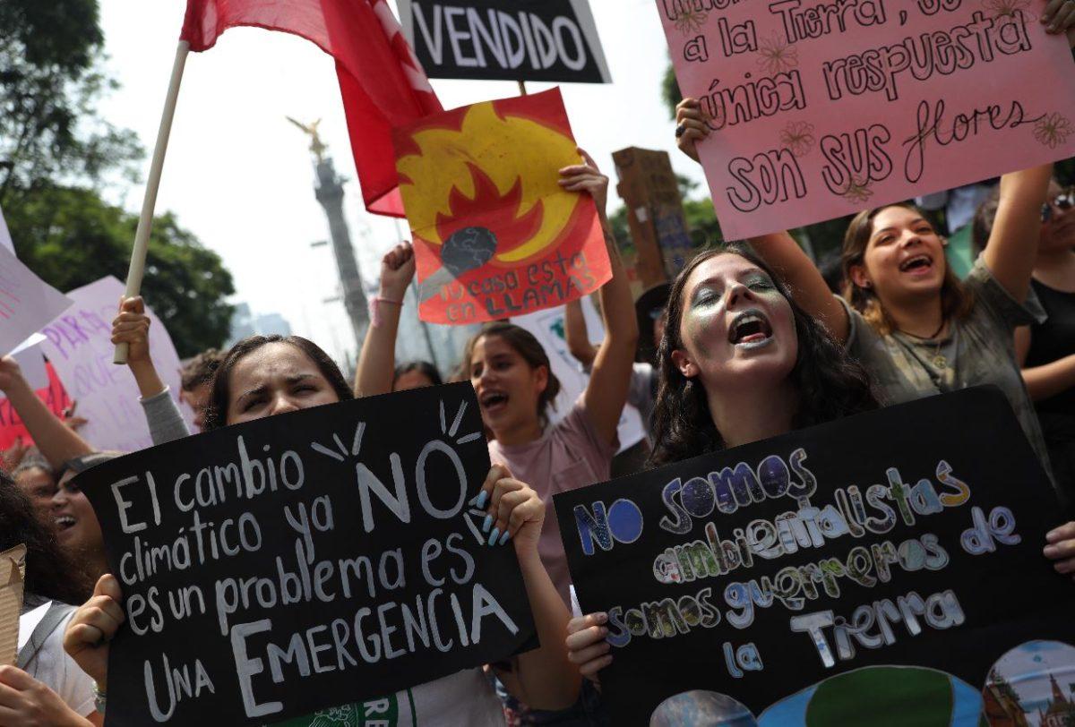 Miles de jóvenes y líderes indígenas protestan contra el cambio climático en varias ciudades