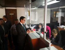 El abogado Daniel Domingo Cabrera, interpuso el recurso de inconstitucionalidad del Reglamento para la contratación a tiempo parcial en la CC. (Foto Prensa Libre: Urías Gamarro)