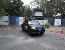 Ingreso a la base militar Mariscal Zavala, donde está la cárcel. (Foto Prensa Libre: Carlos Hernández)