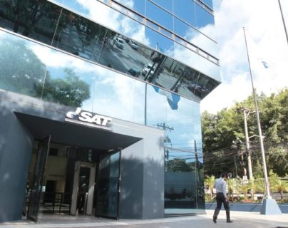 La SAT tendrá un acercamiento con los contribuyentes que han mostrado inconsistencias en sus declaraciones para que solventen su situación. (Foto Prensa Libre: Hemeroteca PL)