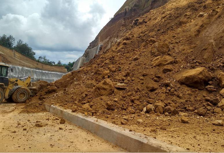 Otro derrumbe obliga a mantener cerrado el paso en el Libramiento de Chimaltenango