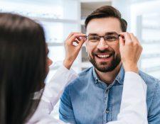 Escoger las gafas ideales podría ser una tarea difícil si no conocemos cuál es nuestro tipo de rostro y qué caracteristicas nos favorecen. (Foto Prensa Libre: Servicios).
