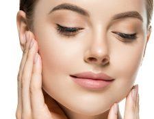 Uno de los beneficios que puede obtener de los tónicos faciales es que revitalizan y rejuvenecen de los tejidos. (Foto Prensa Libre: Servicios)